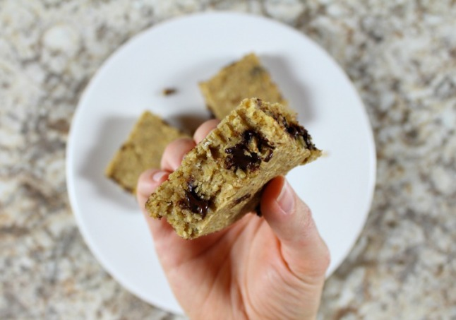 Peanut Butter Chocolate Chip Energy Bars- KintheKitchen