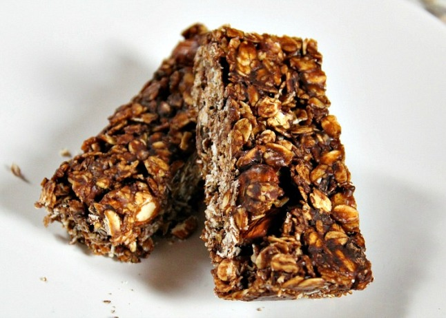Almond Butter Chocolate Chip Granola Bars- KintheKitchen
