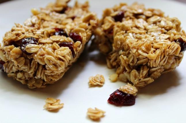 No-Bake Cinnamon Cranberry Granola Bars- KintheKitchen