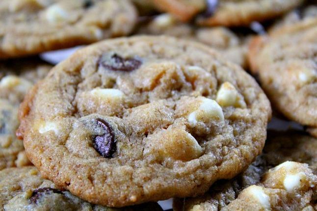 Dark & White Chocolate Chip Cookies -KintheKitchen