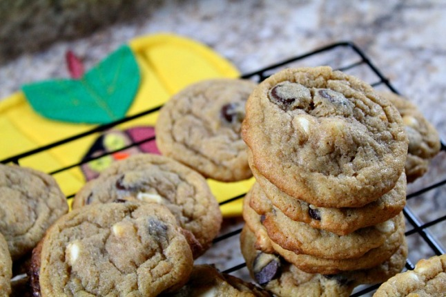 Dark & White Chocolate Chip Cookies-KintheKitchen