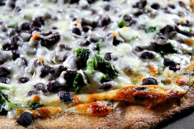 Black Bean & Spinach White Pizza - KintheKitchen