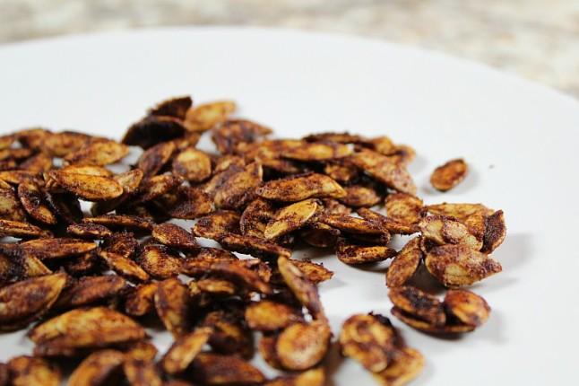CinnamonRoastedPumpkinSeeds-KintheKitchen